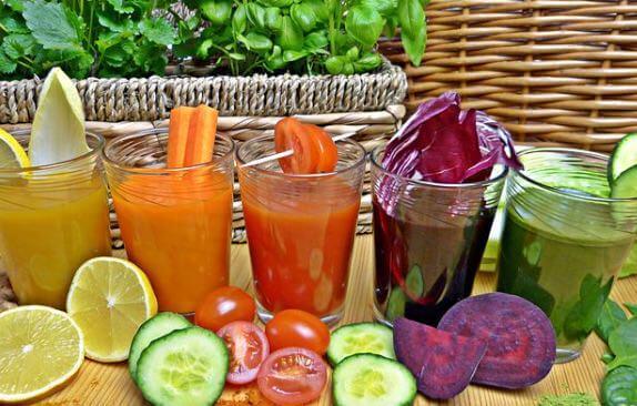 Säfte aus Obst und Gemüse frisch zubereiten
