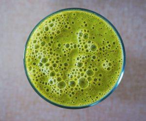 Grüner Smoothie mit Spinatextrakt