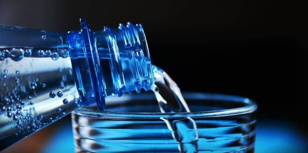 Viel Wasser bei der Low-Carb-Diät
