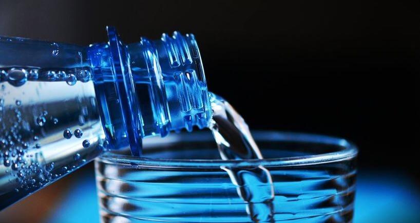 Genug Wasser mit Glucomannan einnehmen